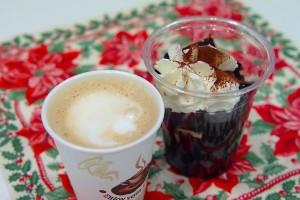 ↑奥のデザートにピントを合わせる。手前のコーヒーがボケることでより強調されている。