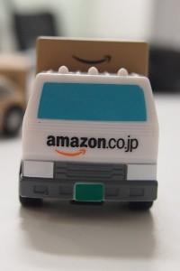 ↑トラック前から。Amazonのロゴが目立ちます