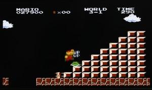 """↑ちなみに同作では、自機""""無限増殖""""の裏技も有名だった。3-1の階段で、ノコノコを踏み続けると成功する。ただし、増やしすぎるとゲームオーバー!"""