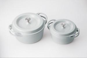 ↑ニューカラーの「ストーン」。灰色の中に淡い空色を混ぜた、繊細な色味が特徴だ。