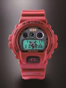 ↑09年に発売された「G-SHOCK MS-06Sシャア専用ザク」。ELバックライト点灯時は、赤いジオン公国軍のマークが浮かび上がる。こちらも販売終了