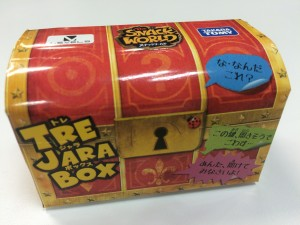 ↑玩具「ジャラ」の外箱。まさにトレジャーボックス