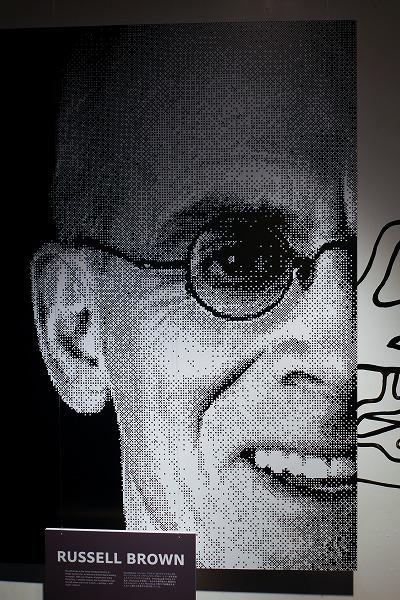 ↑壁面のピクセルアートのモデルは、Photoshopヱヴァンジェリストのラッセル・ブラウンさん。ひょうきんでユーモアのあるキャラクターでも有名な人物です