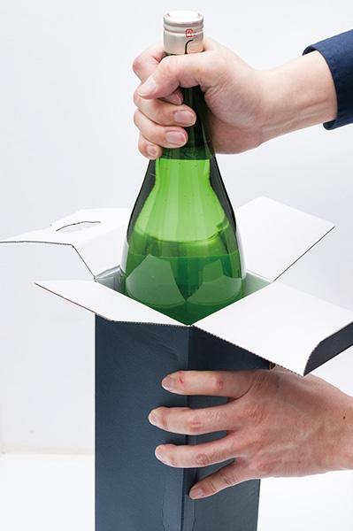 ↑箱に入れても新聞紙で包むのと同様の効果が得られます。スペースがあれば保存しやすく、破損防止にもなります
