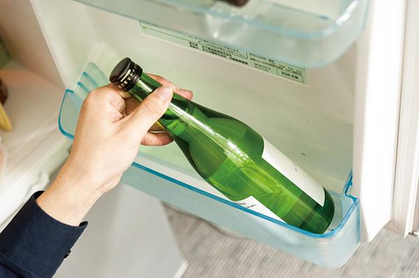 ↑4合瓶は狭いスペースにも入るので冷蔵保存に向いています。冷蔵が必要な生酒などは4合瓶がオススメです