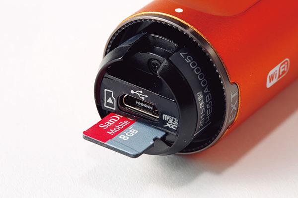 ↑撮影データはmicroSDカードに保存。USBケーブル経由でPCへのコピーも可能です