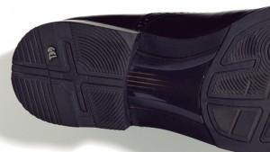 ↑ソール内部にクッション性と反発性を備えた構造を採用。耐緩衝性と着用感が高くなっています。