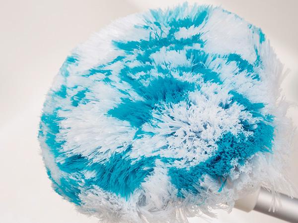 ↑ブラシは柔らかい素材の繊維。ゴシゴシこするというより、汚れ を絡め取るようなイメージです