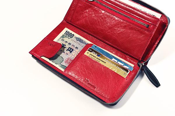 ↑ファスナーを開くと3 枚分のカード収納部が あり、その裏には紙幣 を挟めます。計3か所の 束入れの使い分けが利 便性も向上。ちなみにここは最も出し入れがしやすいため、使用頻度の高い千円札を入れておくのがオススメです