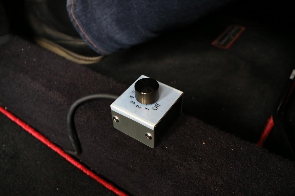 ↑フロアに設置されたサウンド切り替えのスイッチ