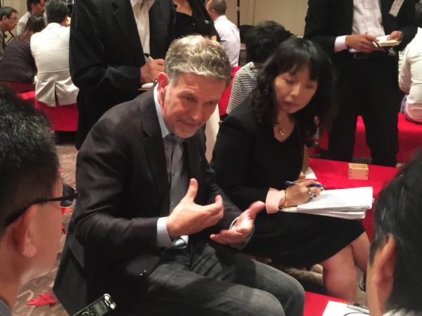 ↑昨日行われたメディアセッションでメディアに抱負を語るリード・ヘイスティングスCEO