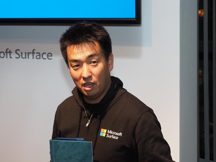 日本マイクロソフトの三野本部長。マイクロソフトとしては木曜日の出荷は始めてだったとのこと。「13日の金曜日はやめてくれ」との会社の要望により、前倒しになったとか