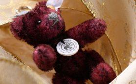 この冬のスペシャルなギフト候補! テディベアの元祖「シュタイフ」手縫いキーリング入りの135周年記念限定ブック