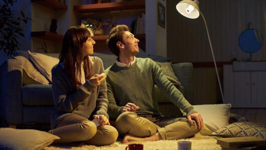 家の照明が音楽プレーヤーに。ソニーの白モノ家電「LED電球スピーカー」はこうして生まれた【開発秘話】