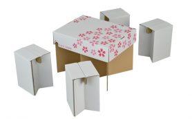 【良アイデア!】段ボールで作られたテーブル&イスセットが軽い/手ごろ/寒くないで花見に大活躍間違いなし!