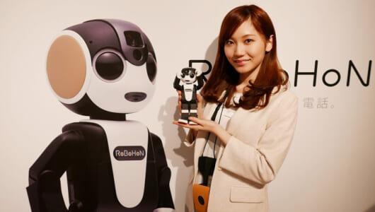 踊れるロボット電話 シャープ「ロボホン」のレアな体験スペースを先行取材!