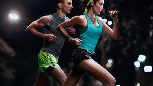 ランニングの辛さを軽減! 最新のスポーツ向けイヤホン5選