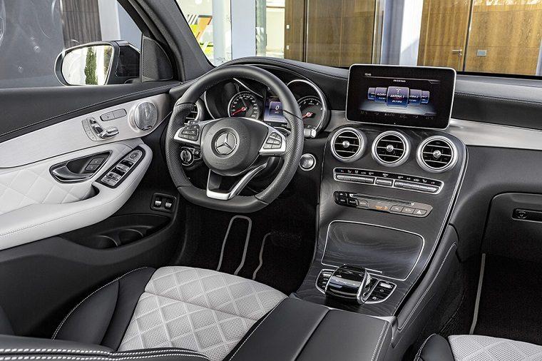 Mercedes-Benz GLC Coupé. Innenausstattung Designo Platinweiss/Schwarz. Mercedes-Benz GLC Coupé, Interior. Platinum white/black