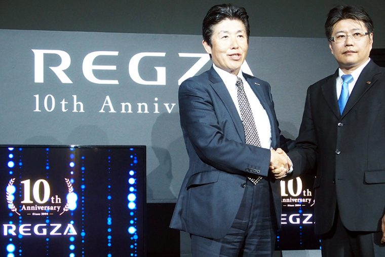 ↑東芝ライフスタイル取締役副社長・村沢氏(右)とNTTぷらら社長・坂東氏(左)