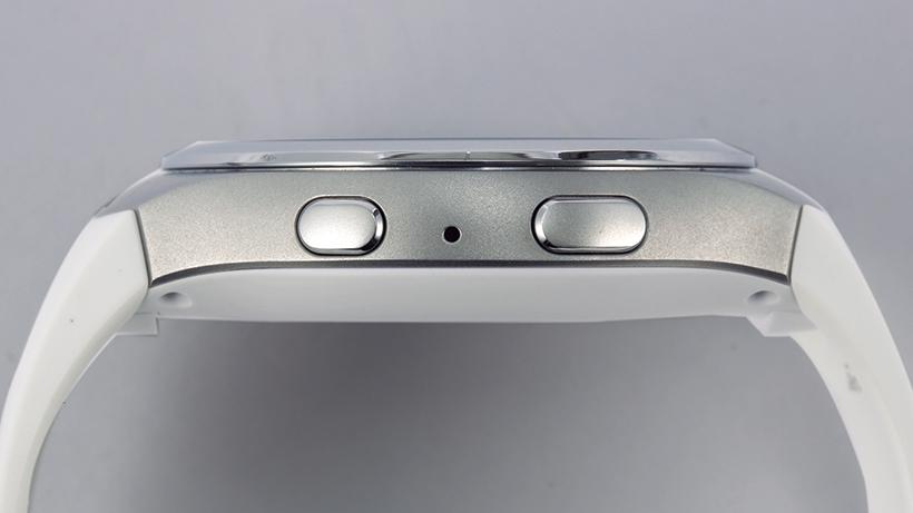 ホームボタン&バックボタンは端末右側面に配置。回転式のベゼルと合わせて使用します