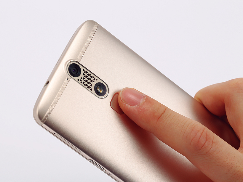 指紋で任意のアプリやデータのロックを解除可能です