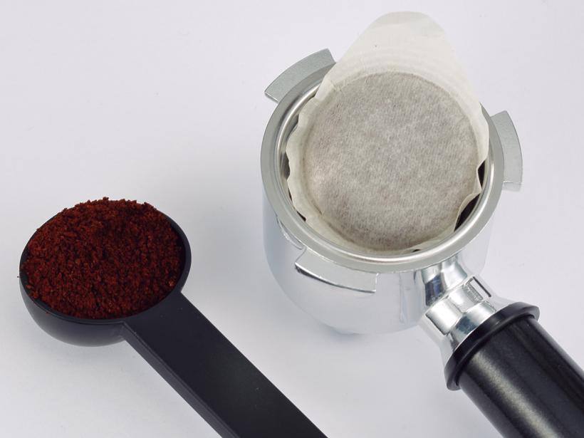 ポッド(右)もコーヒー粉(左)も使えるのが便利です