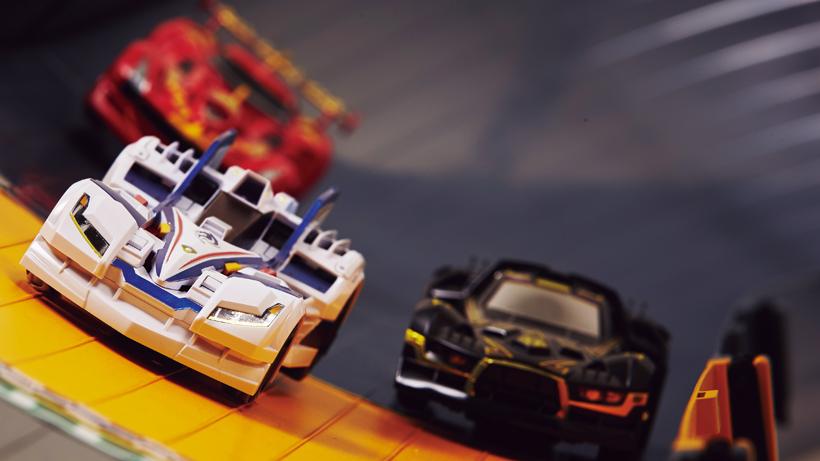 マシン同士がぶつかり合うレースにヒートアップ!