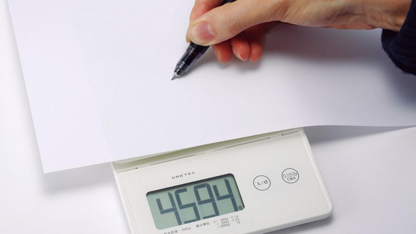 5kg程度の筆圧をかけても折れない。一般的なシャーペンの5倍以上の耐久性です