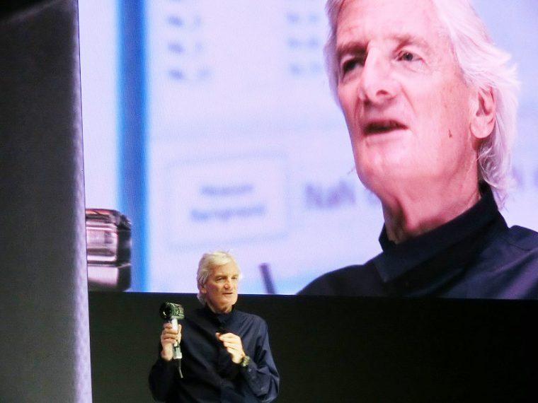 ↑発表会では、創業者のジェームズ・ダイソン氏自らが製品をプレゼン