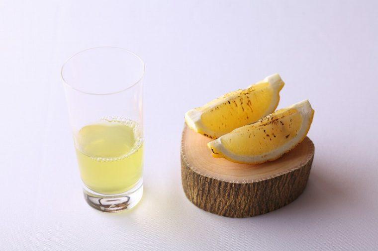 ↑【レモン(生口島シトラスファーム)、緑茶 レモンの枝、レモンの葉に乗せて】