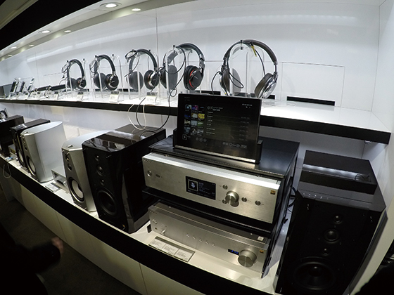 ハイレゾ対応の高品質コンポ、ESシリーズも展示。HDD内蔵プレーヤーなど、もちろん試聴可能です