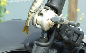 釣り用品の隠れたベストセラー! 釣りスタイルの常識を変えるロッドホルダーが超便利【使い方講座】