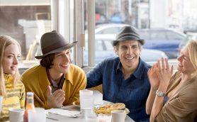 ノア・バークバック監督最新作「ヤング・アダルト・ニューヨーク」7月公開
