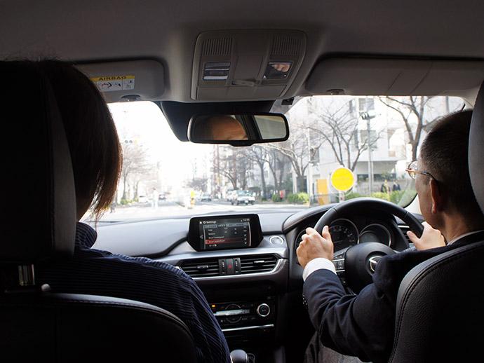 ↑中口さんの運転でドライブへ出発