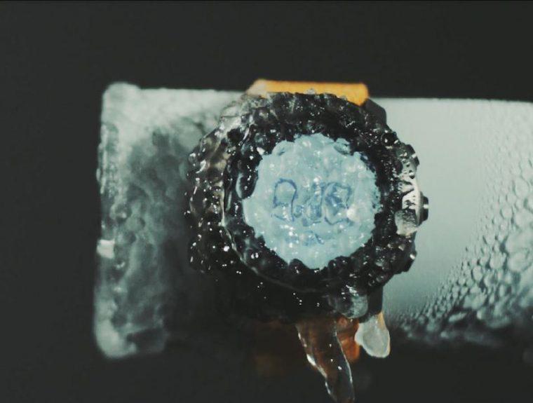 ↑凍らせてしまっても、時計は動き続けています。