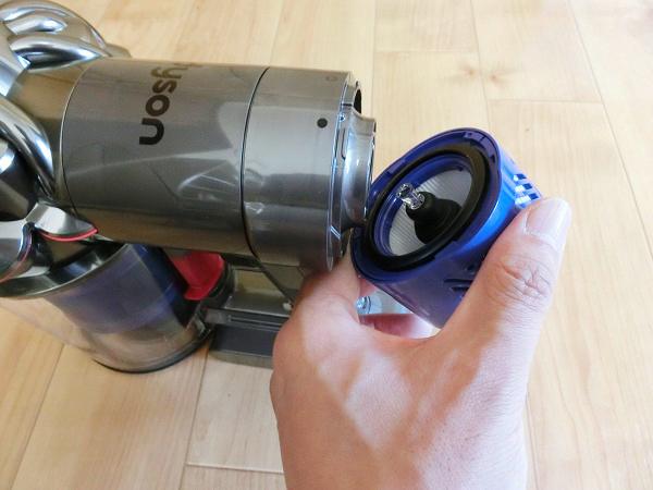 ↑本体後部のポストモーターフィルターは取り外しができ、水洗いも可能です