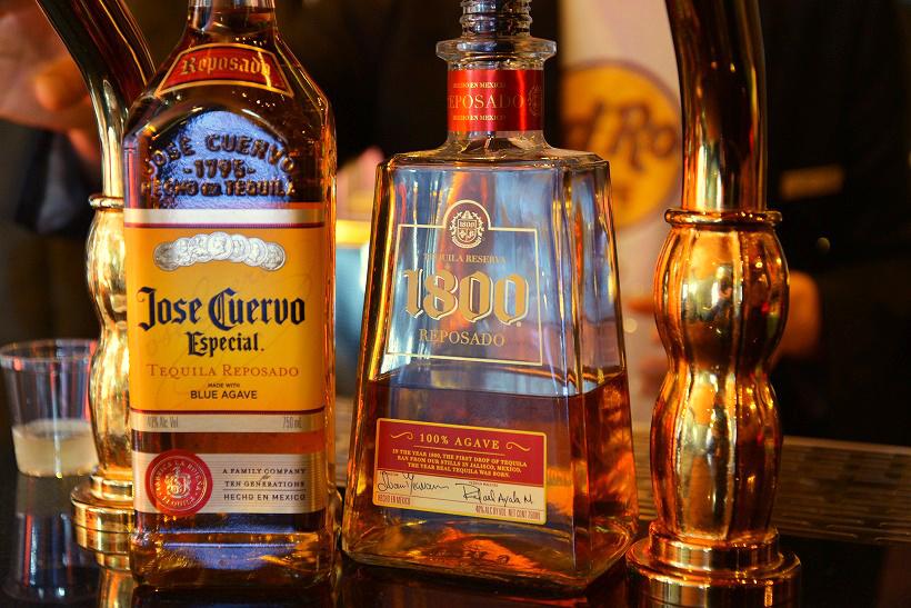 ↑売上世界No.1のテキーラブランド「ホセ・クエルボ」。左が「クエルボ・エスペシャル」で、右が「1800 レポサド」です