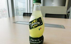 新発売の「ハニーレモンジーナ」は田舎のおばあちゃんの味! 「土の味」レモンジーナとも比較してみた