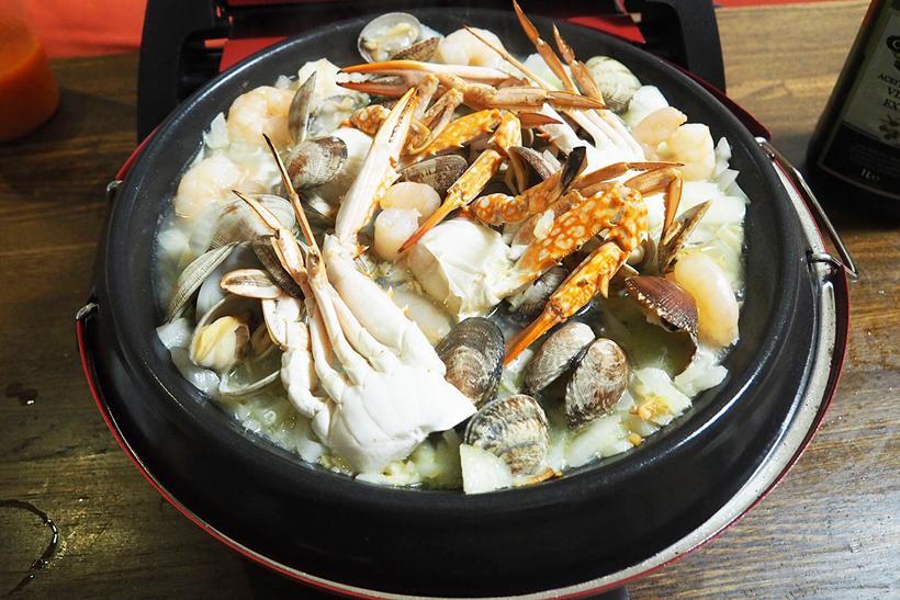 ↑もうひとつ調理したのがパエリア。パエリアは「米と具材を炒める」「海鮮類を蒸す」「米を煮込む(炊く)」と、炒める、蒸す、煮るの3種類の調理が必要です。しかし、VGO-55ならば、これらの全部の調理が一台でできました。