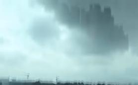 ラピュタか? アメリカの陰謀か? 中国に町全体を覆うほどの巨大都市が飛来!