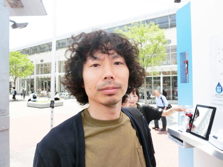 ↑校了前のドサクサでヒゲを剃りそびれたGetNavi編集長、野村。わかりやすいので、体験モデルになってもらいます