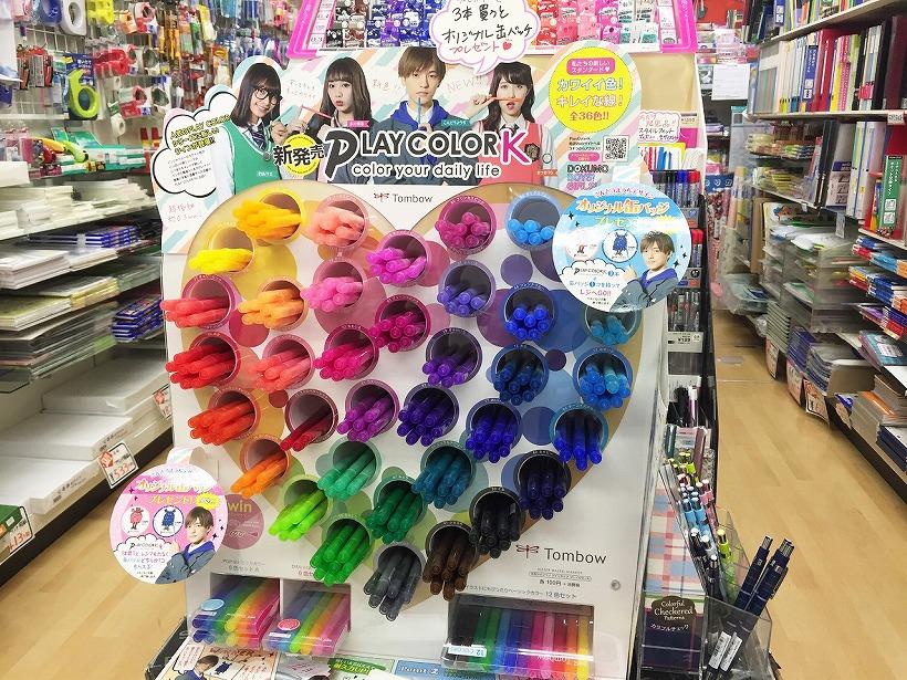 ↑全36色の店頭展開。ターゲットは間違いなく女子