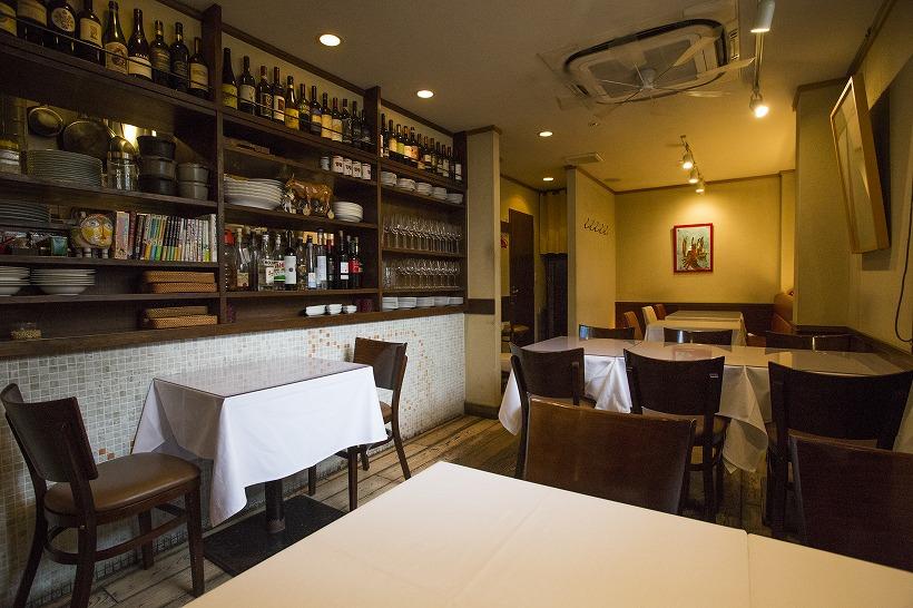 ↑イタリアの食堂を彷彿とさせる店内。温かみあふれる18席の空間です