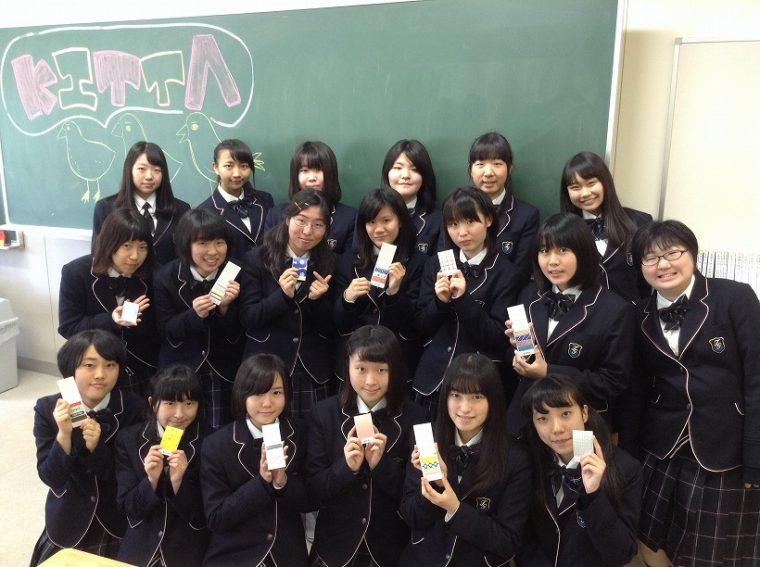 ↑共同開発を行った高木学園女子高等学校の生徒19名