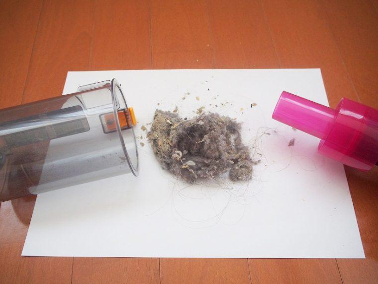 ↑短時間の掃除で、こんなにゴミが!! 髪の毛やホコリ、細かい粉塵まで、あらゆるゴミを吸引している