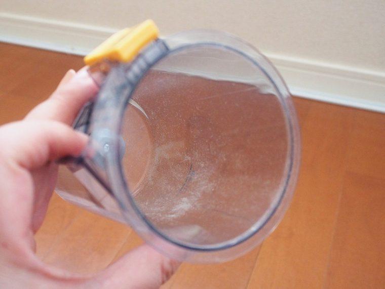 プラズマクラスターイオンでカップ内の静電気を除去しているという。実際は、大きなゴミはごそっと落ちたが、粉塵は残っていた。気になるときは水で洗えばOKだ