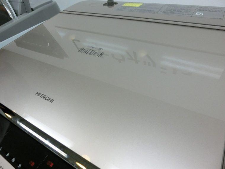 ↑光沢が美しいガラストップデザイン
