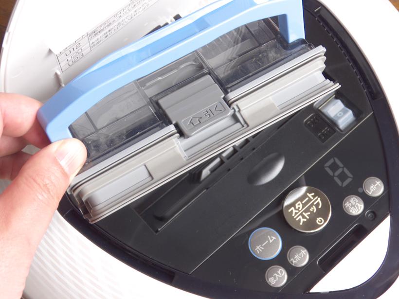 ↑本体の蓋を開けると、ダストボックスを取り出せます