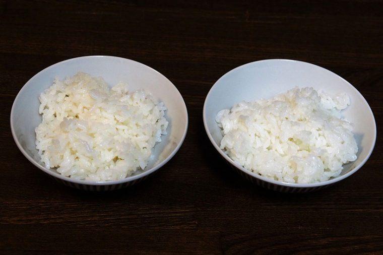 ↑12時間保温した後のご飯を比較してみました。左は一般的な2万円台の炊飯器、右がNJ-AW107の「たべごろ保温」を使ったもの。左のほうが少々黄色く変色しています
