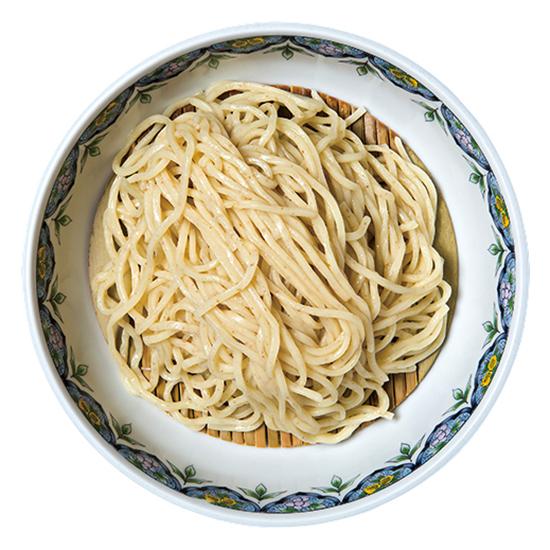 ↑麺は、2年ほど前から試 行錯誤しながら自家製 に切り替えた。麦が香 る全粒粉の素朴な麺は、 添加物が入っていない ので身体に優しい